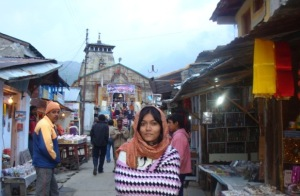 The lane having shops on both sides leading to the Kedarnath temple